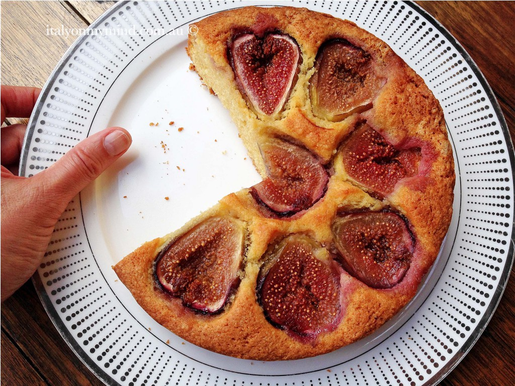 cut fig cake_italy on my mind-italian food blog_edited-1