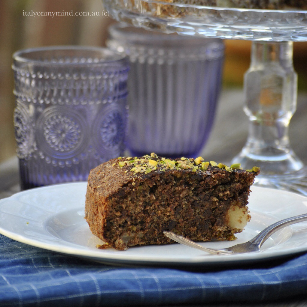 "Dark chocolate, pistachio and pear cake – and ""Ciobar"""