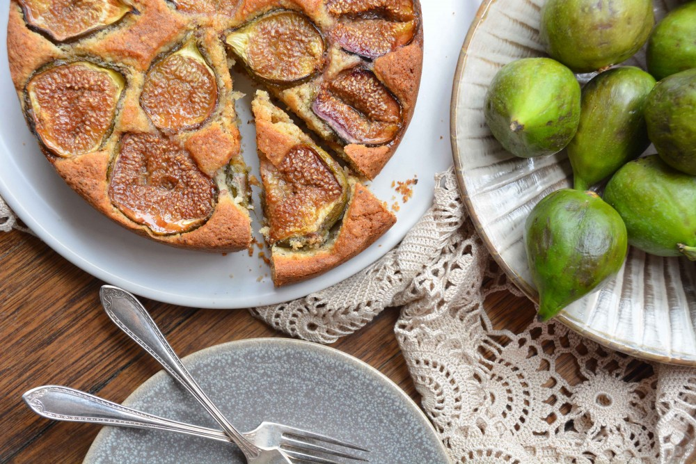 Rustic fig and hazelnut cake
