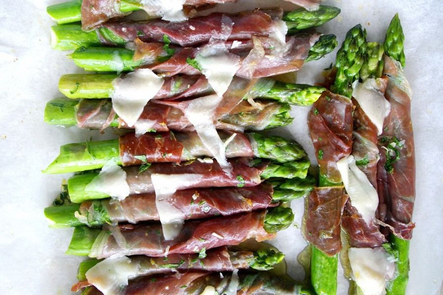 tray of asparagus and prosciutto-italy on my mind