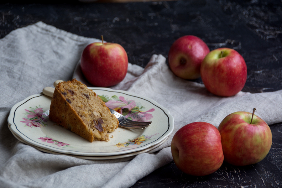 Torte per colazione – gluten free apple, date and walnut cake