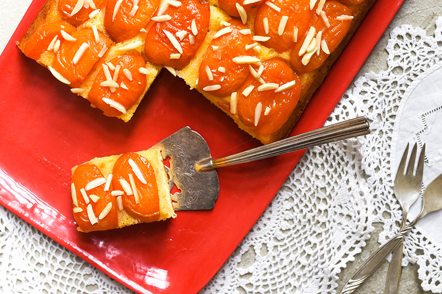 An upside down apricot cake to welcome 2021