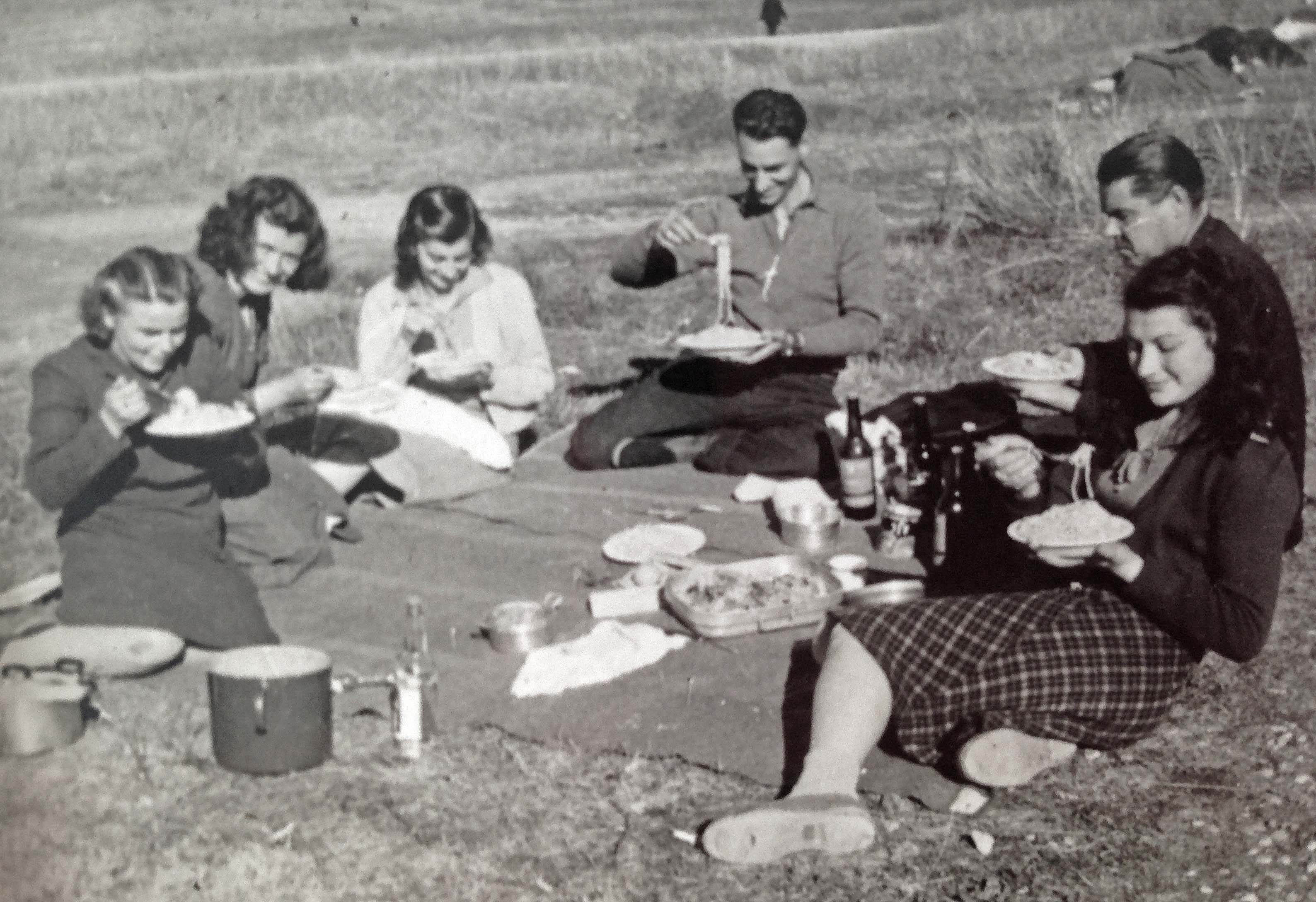 Picnic at Bonegilla 1950