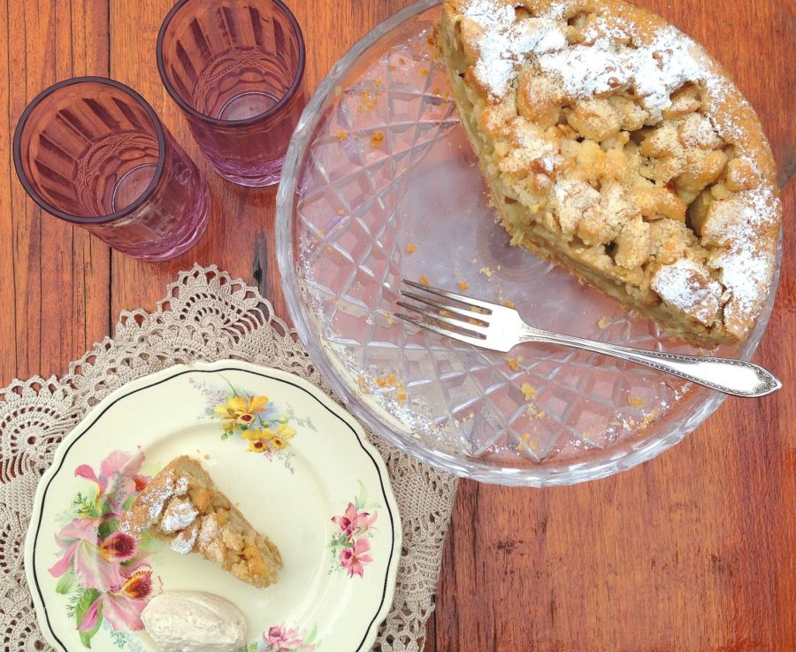 Italian apple cake – on my long forgotten cake stand