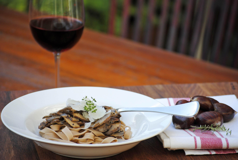 Chestnut pasta with mushrooms