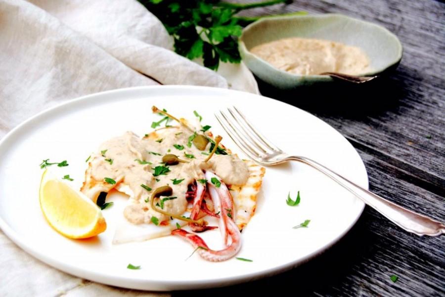 Calamari con salsa tonnata (calamari with tuna mayonnaise)