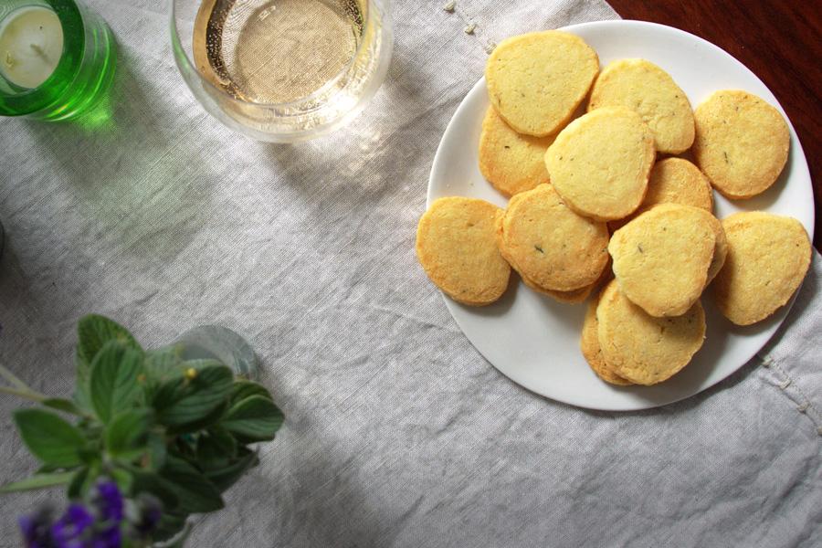Biscotti con parmigiano (Parmesan rounds)