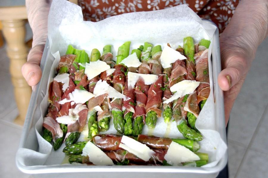 For the love of asparagus – prosciutto asparagus wraps