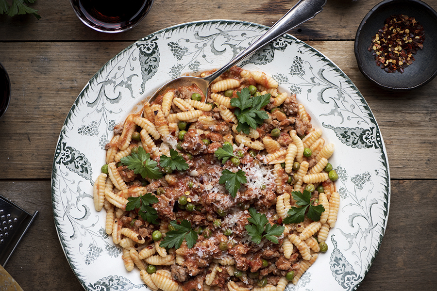 Cavatelli with sausages, peas and cinnamon