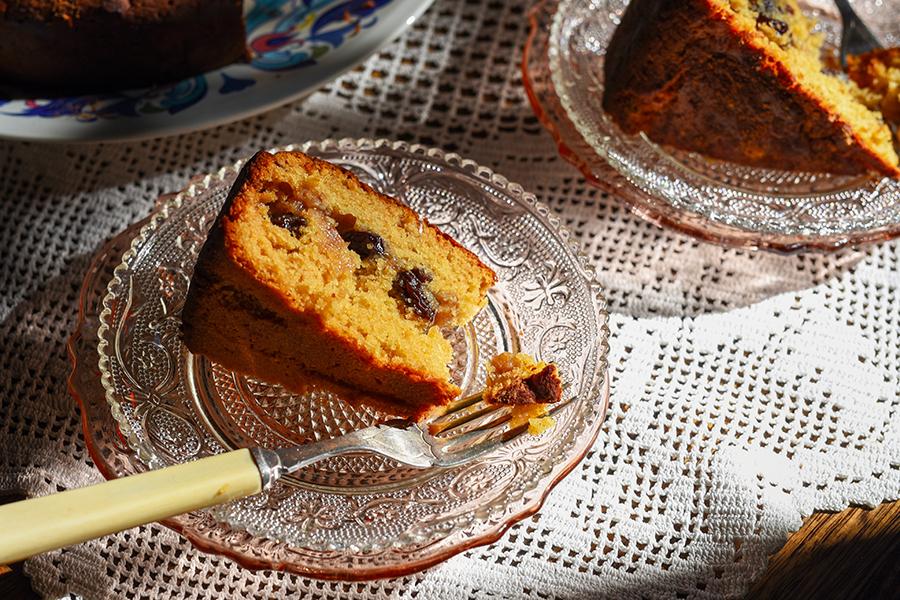 Walnut and raisin honey cake